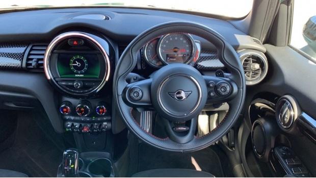 2020 MINI 5-door Cooper S Sport (Green) - Image: 5