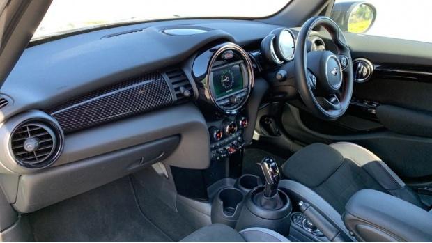2020 MINI 5-door Cooper S Sport (Green) - Image: 7