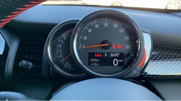 2020 MINI 5-door Cooper S Sport (Green) - Image: 9