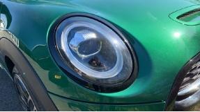 2020 MINI 5-door Cooper S Sport (Green) - Image: 22