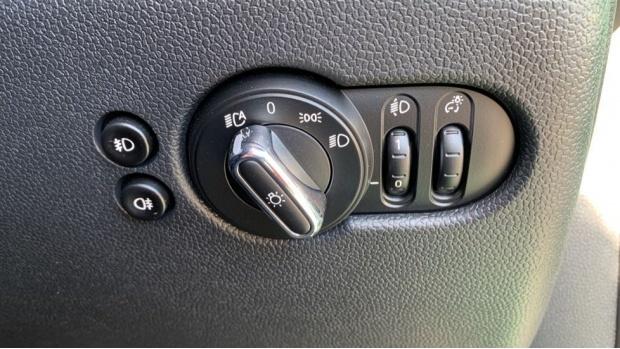 2020 MINI 5-door Cooper S Sport (Green) - Image: 26