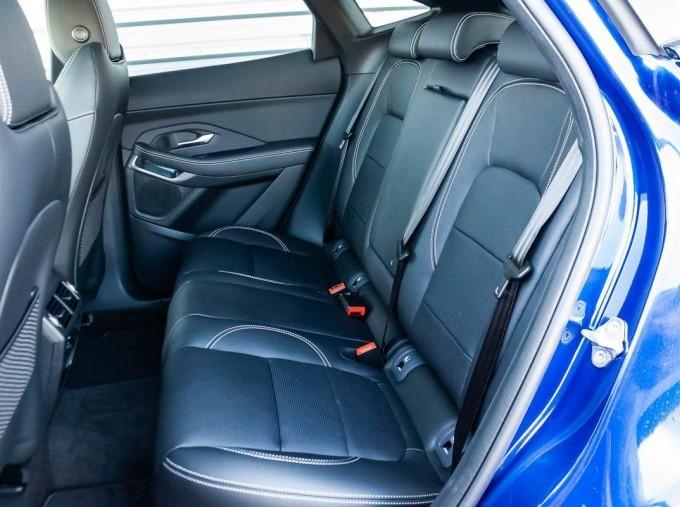 2021 Jaguar D200 MHEV R-Dynamic SE Auto 5-door  - Image: 4