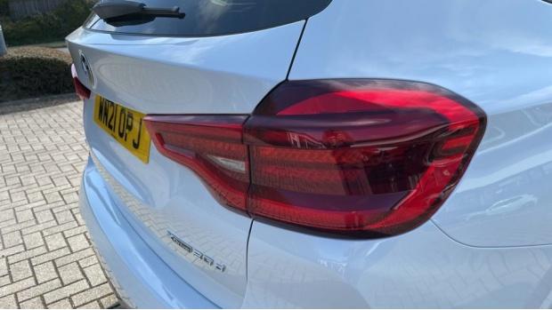 2021 BMW XDrive20d M Sport (White) - Image: 22