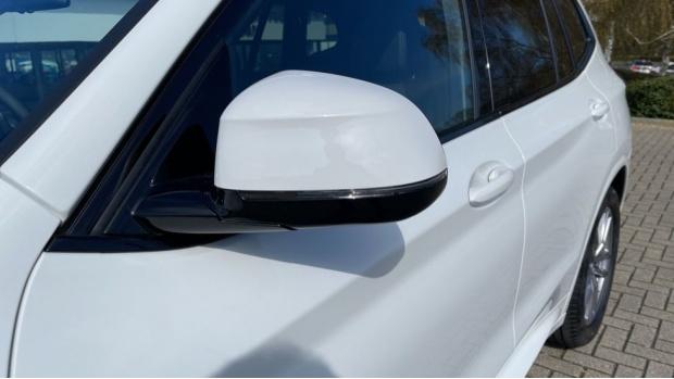2021 BMW XDrive20d M Sport (White) - Image: 32