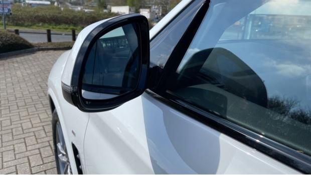 2021 BMW XDrive20d M Sport (White) - Image: 33