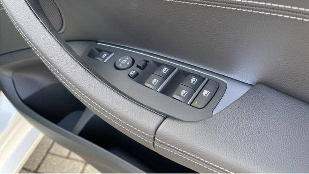 2021 BMW XDrive20d M Sport (White) - Image: 40