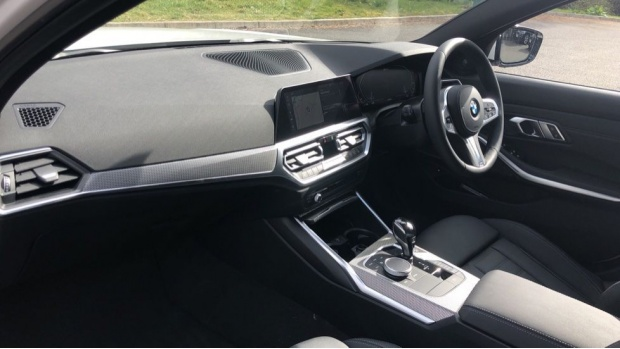 2021 BMW 330e M Sport Saloon (White) - Image: 7