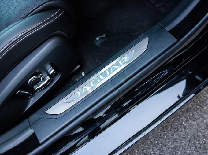 2021 Jaguar MHEV R-Dynamic SE Sportbrake Auto 5-door (Black) - Image: 10