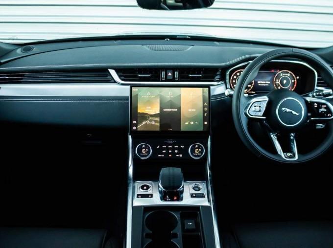 2021 Jaguar MHEV R-Dynamic SE Sportbrake Auto 5-door (Black) - Image: 11