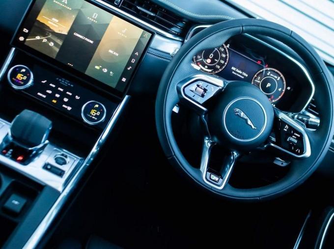 2021 Jaguar MHEV R-Dynamic SE Sportbrake Auto 5-door (Black) - Image: 12