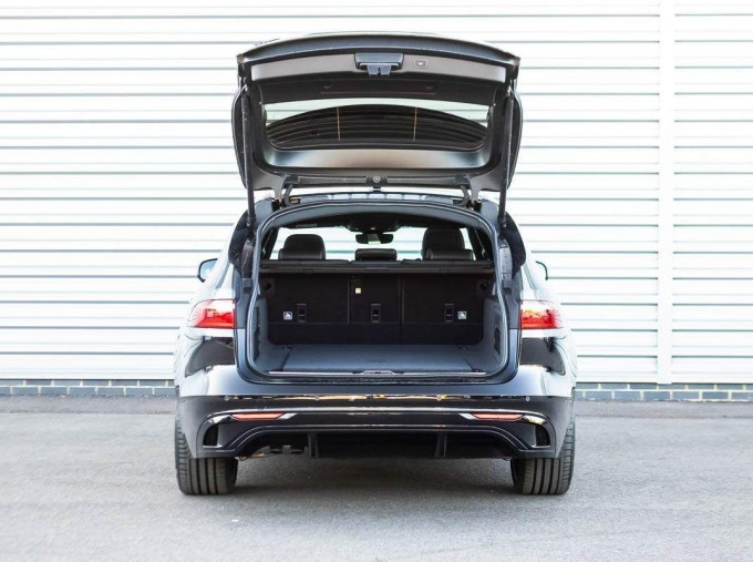 2021 Jaguar MHEV R-Dynamic SE Sportbrake Auto 5-door (Black) - Image: 19