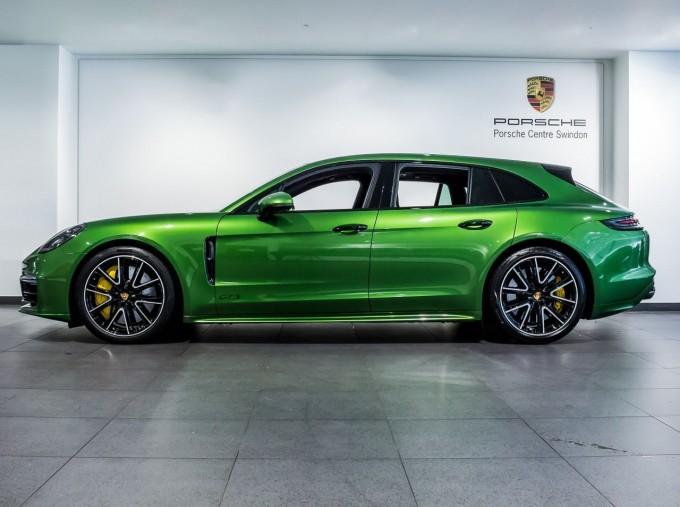 2018 Porsche V8 GTS Sport Turismo PDK 4WD 5-door (Green) - Image: 5