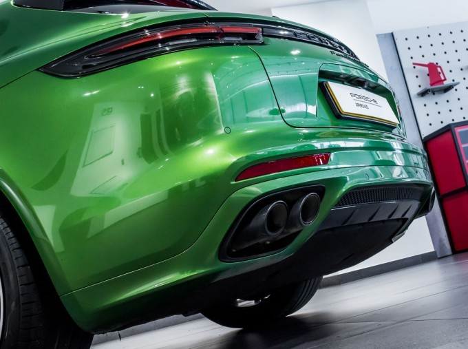 2018 Porsche V8 GTS Sport Turismo PDK 4WD 5-door (Green) - Image: 9
