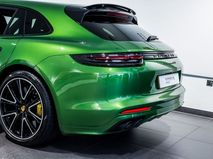 2018 Porsche V8 GTS Sport Turismo PDK 4WD 5-door (Green) - Image: 11