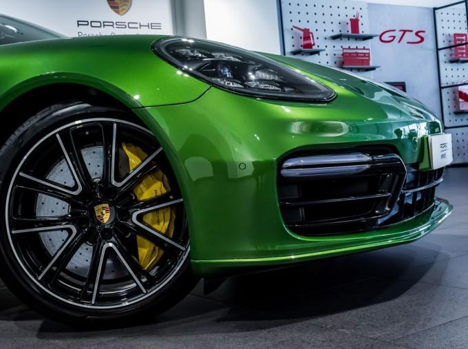 2018 Porsche V8 GTS Sport Turismo PDK 4WD 5-door (Green) - Image: 14