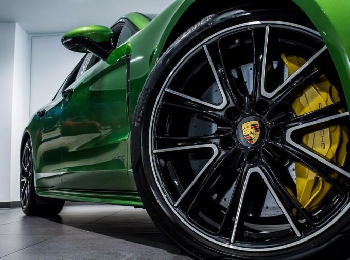 2018 Porsche V8 GTS Sport Turismo PDK 4WD 5-door (Green) - Image: 17
