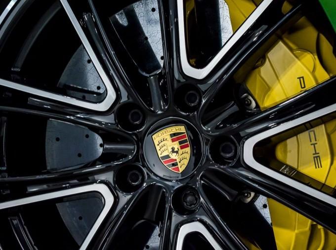 2018 Porsche V8 GTS Sport Turismo PDK 4WD 5-door (Green) - Image: 18