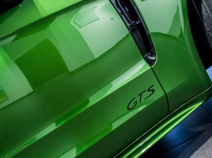 2018 Porsche V8 GTS Sport Turismo PDK 4WD 5-door (Green) - Image: 20