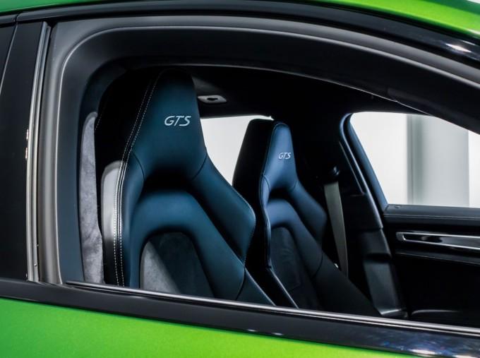 2018 Porsche V8 GTS Sport Turismo PDK 4WD 5-door (Green) - Image: 24