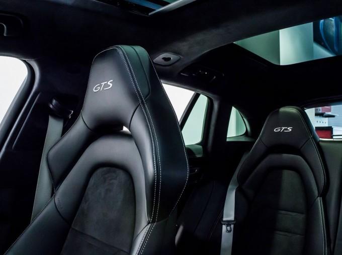 2018 Porsche V8 GTS Sport Turismo PDK 4WD 5-door (Green) - Image: 27