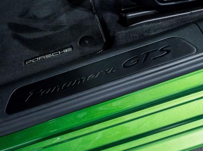 2018 Porsche V8 GTS Sport Turismo PDK 4WD 5-door (Green) - Image: 43