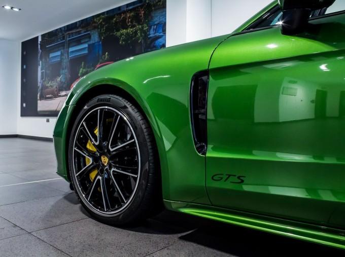 2018 Porsche V8 GTS Sport Turismo PDK 4WD 5-door (Green) - Image: 45