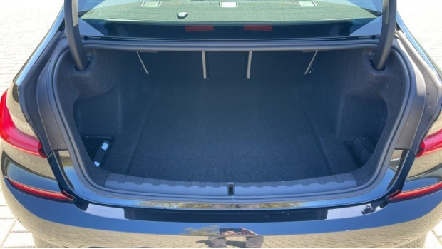 2021 BMW 320d M Sport Saloon (Black) - Image: 13