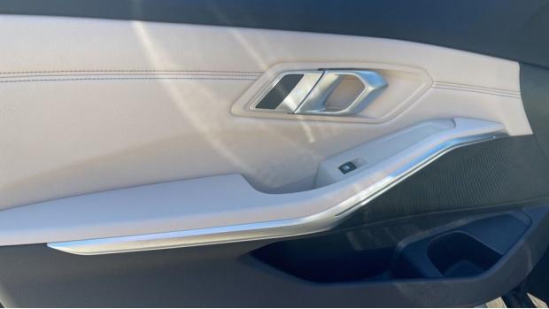 2021 BMW 320d M Sport Saloon (Black) - Image: 29