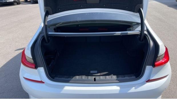 2020 BMW 330e M Sport Saloon (White) - Image: 13