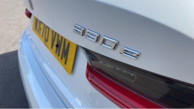 2020 BMW 330e M Sport Saloon (White) - Image: 37