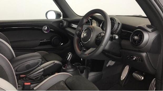 2020 MINI 3-door Cooper S Sport (Black) - Image: 5