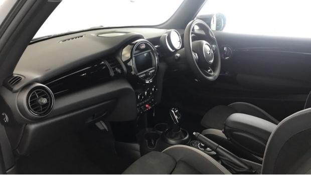 2020 MINI 3-door Cooper S Sport (Black) - Image: 6