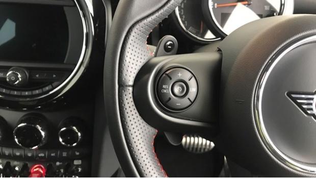 2020 MINI 3-door Cooper S Sport (Black) - Image: 17
