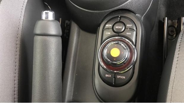 2020 MINI 3-door Cooper S Sport (Black) - Image: 19