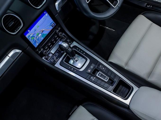 2018 Porsche PDK 2-door (Black) - Image: 14