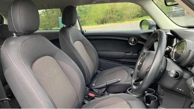 2017 MINI Cooper 3-door Hatch (Grey) - Image: 11