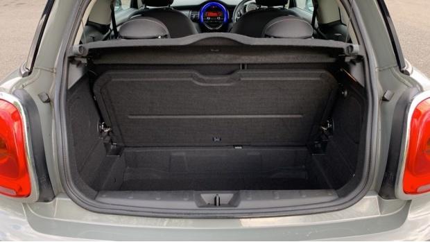 2017 MINI Cooper 3-door Hatch (Grey) - Image: 13