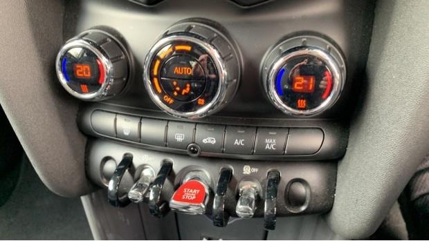 2017 MINI Cooper 3-door Hatch (Grey) - Image: 23