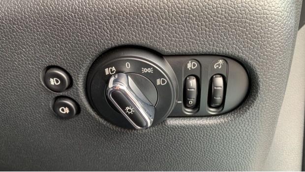 2017 MINI Cooper 3-door Hatch (Grey) - Image: 25