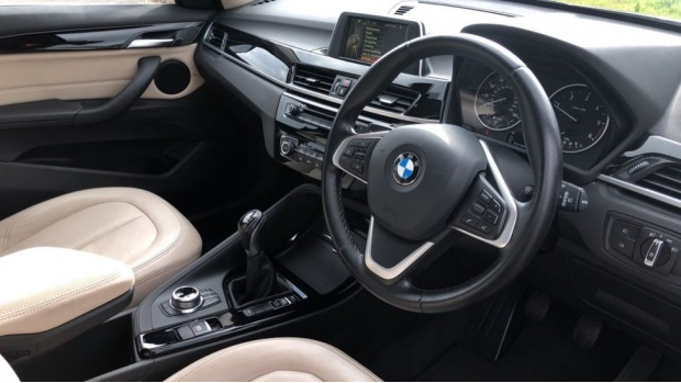 2017 BMW XDrive20d xLine (Black) - Image: 6