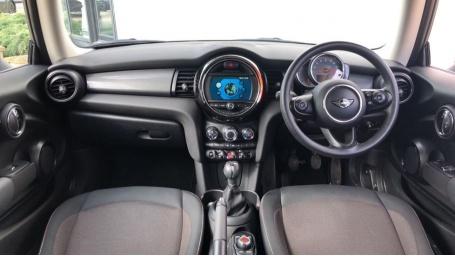 2018 MINI Cooper 3-door Hatch (Black) - Image: 4