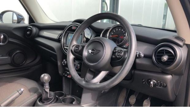 2018 MINI Cooper 3-door Hatch (Black) - Image: 6