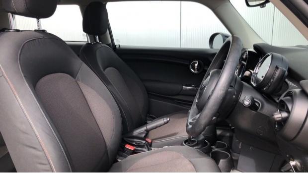 2018 MINI Cooper 3-door Hatch (Black) - Image: 11
