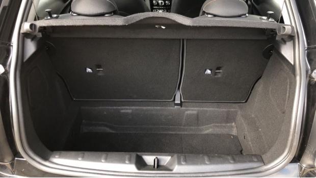 2018 MINI Cooper 3-door Hatch (Black) - Image: 13