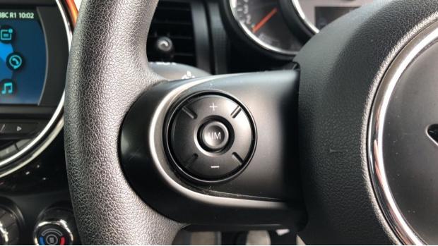 2018 MINI Cooper 3-door Hatch (Black) - Image: 17