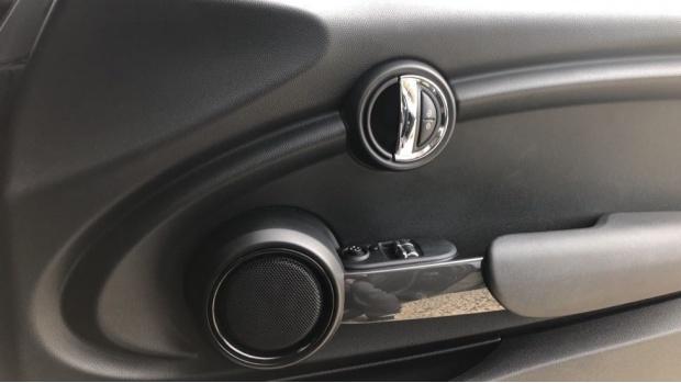 2018 MINI Cooper 3-door Hatch (Black) - Image: 20