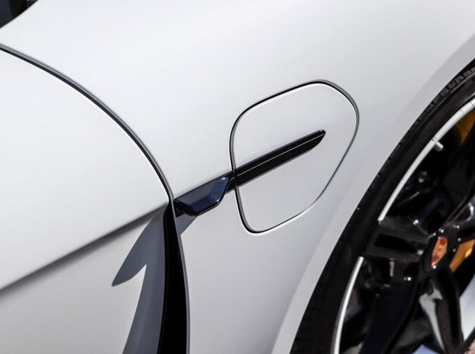 2020 Porsche 93.4kWh Turbo S Auto 4WD 4-door (White) - Image: 18
