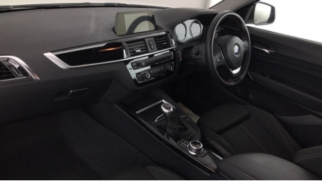 2018 BMW 218i Sport Coupe (White) - Image: 5