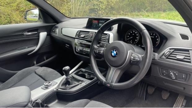 2017 BMW 118i M Sport 5-door (White) - Image: 6