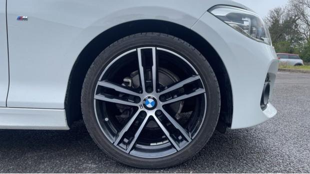 2017 BMW 118i M Sport 5-door (White) - Image: 14